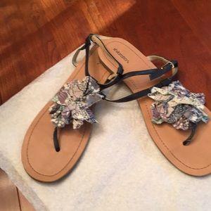 Xhilaration blue floral thong sandals